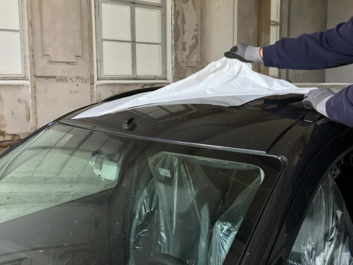 Neuwagenaufbereitung Folie entfernen